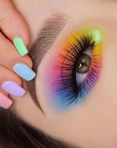 28 Charming Eye Makeup look ideas for woman this season Natural eye makeup ideas, eye makeup looks , makeup look ideas, eyeshadow makeup ideas, creative eye makeup ideas Dramatic Eye Makeup, Makeup Eye Looks, Eye Makeup Art, Colorful Eye Makeup, Blue Eye Makeup, Cute Makeup, Smokey Eye Makeup, Eyeshadow Makeup, Gorgeous Makeup