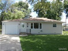 4 Florentine Ct, Florissant 63031 ~ SOLD by OneSource buyers' agent Lesa Brocksmith