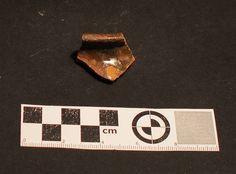 Fragmento de cerámica English Slipware atopada en excavación en Mondoñedo http://mondomedieval.blogspot.com.es/search?updated-max=2016-12-03T07:16:00-08:00