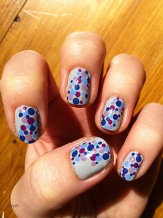 Blue and purple dots nail-art