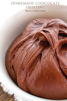 Homemade Chocolate Frosting Recipe - Bunny's Warm Oven - Homemade Chocolate Frosting Recipe – I think Chocolate Frosting is just as important to making a delicious cake as the cake recipe it's self. This Homemade Chocolate Frosting recipe is luscious! Cupcake Recipes, Baking Recipes, Dessert Recipes, Breakfast Recipes, Cupcakes, Cupcake Cakes, Chocolate Flavors, Chocolate Recipes, Chocolate Chocolate