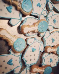 Baby shower cookies  #carinaedolce www.carinaedolce.com www.facebook.com/carinaedolce Cookie Favors, Baby Shower Cookies, Sugar Cookies, Facebook, Rolled Sugar Cookies