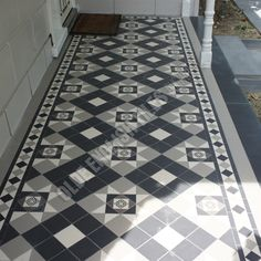 Olde English Tiles' gorgeous tessellated tiled floors can revitalise and transform a tired verandah into a spectacular, welcoming entrance to your home. Front Verandah, Front Deck, Front Porches, Porch Wall Tiles, Floor Art, Tile Floor, Edwardian Hallway, Paint Color Pallets, Bungalow Porch