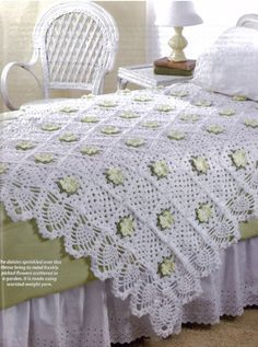 Aren't these crochet daisies beautiful on this afghan?