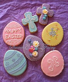 Gorgeous Easter eggs (and such a simple backdrop!)