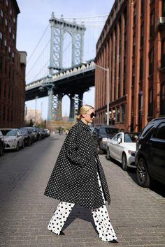Atlantic Pacific & A polka dot look wearing a Commes Des Garcon oversized polka dot coat, Carolina Herrera polka dot pants, and Chanel boy bag. Dots Fashion, White Fashion, Fashion Pants, Polka Dot Pants, Polka Dots, Polka Dot Outfit, Blair Eadie, Atlantic Pacific, Mein Style