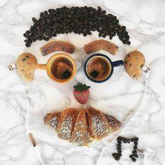 Happy Sunday  #happy #sunday #sundayfunday #coffee #cookie #strawberry #breakfast #enjoy #fun #foody #food #love #yummy #croissant #music #günaydın #goodmorning #gunaydin #bonjour #kahve #çilek #kahvaltı #pazar #pazarkeyfi #kurabiye