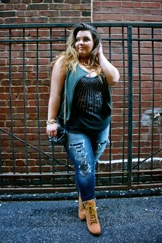 American Eagle, curvy girl, destroyed denim, fashion blogger, gold chain, Natalie Craig, natalie in the city, plus size fashion, plus size fashion blogger, ripped jeans, studs, thick chicks, timberlands