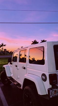 My own desire for Jeeps began when I'm in high school graduation, noisy . Beach Aesthetic, Summer Aesthetic, Aesthetic Photo, Travel Aesthetic, Aesthetic Pictures, Pink Aesthetic, Aesthetic Women, Aesthetic Vintage, Aesthetic Clothes