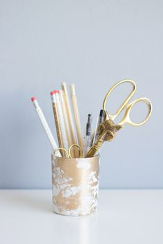 DIY Gold Marbled Pencil Cup. A great idea for your home office!