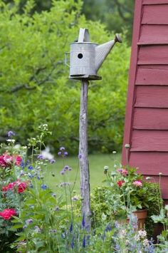 10 upcycled birdhouses. Find out how you can create a birdhouse by reusing materials you already have! | Living the Country Life | http://www.livingthecountrylife.com/animals/wildlife/10-upcycled-birdhouses/