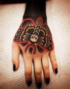 Resultado de imagem para tatuagem na mão old school