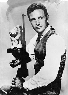 Robert Stack as Eliot Ness (The Untouchables/Os Intocáveis) Beau Film, Hollywood Actor, Classic Hollywood, Hollywood Stars, Old Tv Shows, Movies And Tv Shows, Tv Actors, Actors & Actresses, Eliot Ness