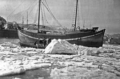 It's snowing in Istanbul. But that's nothing compared to 1954, when the Bosphorus froze over medium.com/trt-world/phot… Winter Snow, Once Upon A Time, Sailing Ships, Istanbul, Street, World, It's Snowing, Ottomans, Regional