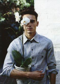 orchids, orchids, more orchids Portrait Hommes, Mens Suits, Suit Men, Flower Boys, Stylish Men, Men Casual, Fashion Menswear, Mens Fashion, My Man