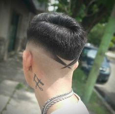Most Creative Haircut Designs With Lines Stylish Haircut Designs Lines For Men 4 Creative Haircuts, Cool Mens Haircuts, Stylish Haircuts, Hipster Hairstyles, Messy Hairstyles, Fringe Hairstyles, Eyebrow Cut, Haircut Designs For Men, Pompadour Hairstyle