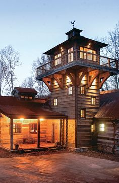 a Fire Tower-Inspired Log-and-Timber Home - Rustic Modern homes for inspiration. -Explore a Fire Tower-Inspired Log-and-Timber Home - Rustic Modern homes for inspiration. Lookout Tower, Log Cabin Homes, Log Cabins, Rustic Cabins, Rustic Homes, Tower House, Modern House Design, Cabana, Modern Rustic