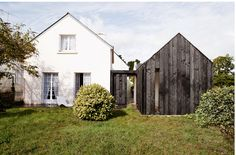 NeM charred wood vacation cottage Brittany