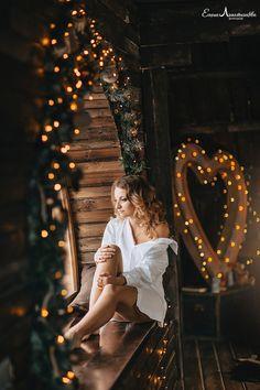 Диалоги Winter Photography, Boudoir Photography, Creative Photography, Xmas Family Photo Ideas, Family Photos, Studio Foto, Photo Studio, Winter Kids, Rustic Lighting