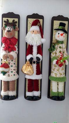 Christmas 2019 : Felt Christmas decorations on wooden frames Best Christmas Tree Decorations, Felt Decorations, Christmas Ornaments To Make, Christmas Sewing, Christmas Makes, Noel Christmas, Beautiful Christmas, All Things Christmas, Christmas Crafts