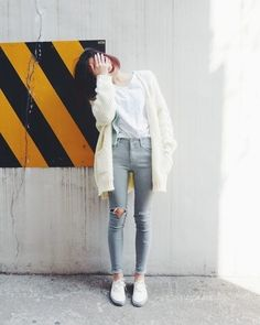 I love how casual this looks Asian Street Style, Korean Street Fashion, Korea Fashion, Asian Fashion, Asian Style, Fashion Moda, Girl Fashion, Fashion Outfits, Style Fashion