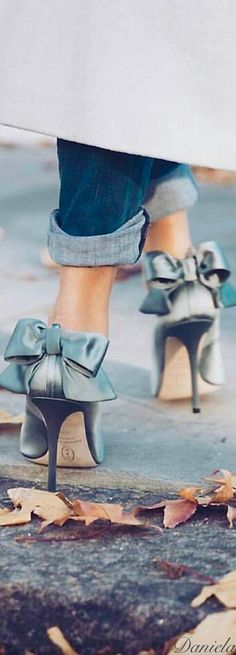 Love me a shoe with a big ol' bow!