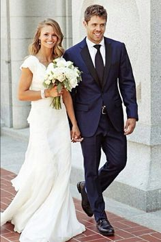 Groom suit inspiration, loving navy .... So hot right now ✔