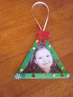 Christmas tree photo ornament, easy craft to do with the kids.
