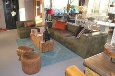 Stoere Groene Bank #bank #chouch #interieur #interior #accessoires #interieurwinkel #interiorstore #mijdrecht #meubelsenmeer #meubels #en #meer #krukjes #bijzettafel #kussens #cushions #leather #hout #wood #table #carpet #tapijt #sfeer