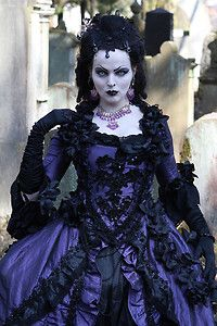 I wish i lived in a century where everyone looked like this.  i love the idea of gothic victorian style! (Kleid barock Rokoko Gothic Gr. M TRAUMKLEID violett Lolita WGT Gala)