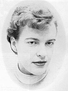 INGEBORG BACHNANN (1926-1973) este de origine austriacă (s-a născut la Klagenfurt). A studiat la Viena filozofia, luându-şi licenţa cu o lucrare despre Heidegger. Între anii 1951-1953 munceşte ca redacor la postul de radio Viena, iar în vara lui 1960 preda poetică la Frankfurt am Main. Trăieşte o vreme la Zurich, Londra, şi Munchen, unde îşi câştigă existenta din scris. Se stinge din viaţă la doar 47 de ani la Roma. Ingeborg Bachmann scrie o poezie a omenescului, în versuri mai totdeauna…