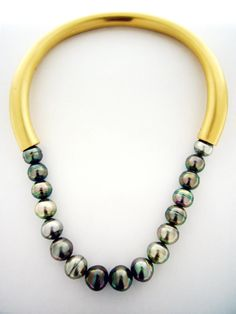 Torque necklace in yellow gold and Tahitian pearls Jewelry by Bermuda