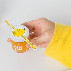 🍯과자전 스낵바 잼 이벤트🍯 이번 과자전 스낵바에서만 만날 수 있는 과자전 💝잼잼💝! 가장 먹고 싶은 맛을 댓글로 남겨주시면 추첨을 통해 총 5분께 잼잼 4종 세트를 보내드립니다•̀.̫•́✧ - 잼 계의 클래식🍓딸기잼 달콤쫀득🍎사과잼 탄산수랑도 찰떡🍹망고 리플잼 씨리얼이랑 쿵짝 Food Branding, Food Packaging Design, Packaging Design Inspiration, Branding Design, Smart Packaging, Honey Packaging, Brand Packaging, Glass Design, Food Design