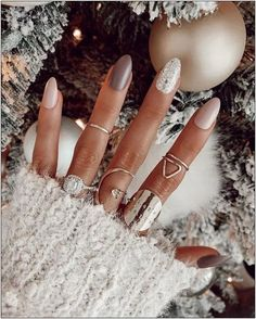 50 stylish christmas nail colors and how to do them 6 | fashionspecialday.com