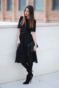 Black flowy skirt, b