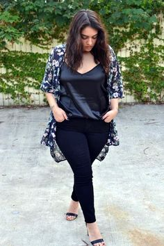 Trendy plus size clothing in women means women wearing clothing sizes between 12 Sometimes even size 26 is included in plus size. Trendy Plus Size Clothing, Plus Size Fashion, Curvy Outfits, Plus Size Outfits, Mode Xl, Plus Size Kimono, Plus Size Looks, Plus Size Kleidung, Moda Blog