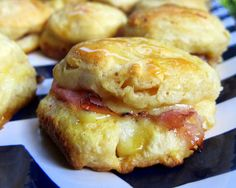 Honey Ham Biscuit Sliders - These are so delicious! The ham and cheese is baked in with a honey glaze. I would make the biscuits with fresh whole wheat flour and leave the honey off the top to make them a little healthier. Breakfast Dishes, Breakfast Time, Breakfast Recipes, Savory Breakfast, Breakfast Slider, Perfect Breakfast, Ham Biscuits, Buttermilk Biscuits, Stuffed Biscuits