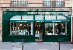 Dans ses établissements parisiens, Sébastien Gaudard revient aux plus belles pages du patrimoine pâtissier français.