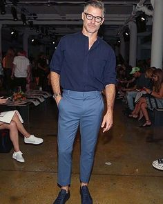 Eric Rutherford Photos - Model Eric Rutherford attends Parsons MFA fashion show during MADE Fashion Week September 2016 at Milk Studios on September 2016 in New York City. - Parsons MFA - Front Row - September 2016 - MADE Fashion Week Old Man Fashion, New Fashion, Fashion Outfits, Eric Rutherford, Gentleman Style, Perfect Man, Street Style, Mens Fitness, Poses