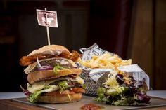 Doble Burger Tex Mex, Beef, Cheese, Chicken, Ethnic Recipes, Food, Restaurants, Meat, Essen