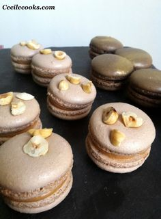 Macarons praliné-insert feuilletine, citron vert et chocolat noir-fève tonka - Cecilecooks
