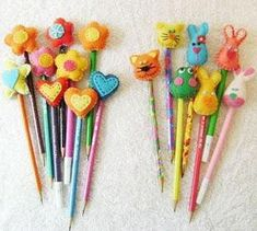 Colorê : Ponteira de lápis em feltro Felted Wool Crafts, Felt Crafts, Diy And Crafts, Arts And Crafts, Paper Crafts, Sewing Projects For Kids, Sewing Crafts, Pen Toppers, Diy School Supplies