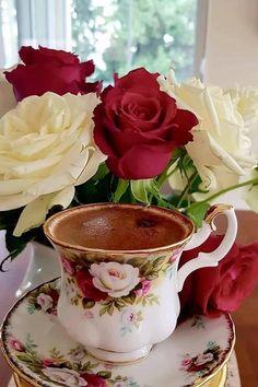 Coffee Flower, Flower Tea, Arabic Coffee, Turkish Coffee, Coffee Cafe, My Coffee, Chocolate Pictures, Good Morning Coffee, Good Morning Flowers