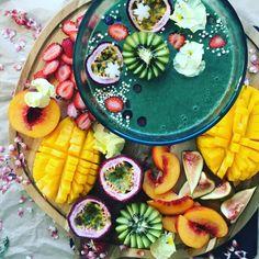 Spirulina smoothie bowl Recipe (vegan, raw, organic) Frozen bananas + almond milk + vanilla + spirulina powder! Blend & top with whatever you wish!