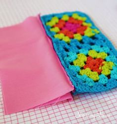 Most recent Photo granny square pouch Thoughts crochet granny square pouch zipper 8 Crochet Pencil Case, Crochet Pouch, Crochet Purses, Crochet Gifts, Granny Square Bag, Crochet Granny Square Afghan, Granny Squares, Granny Granny, Square Blanket