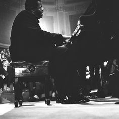 Oscar Peterson / Jazz at the Philharmonic / Concertgebouw Amsterdam 5 mei 1957 Jazz Artists, All That Jazz, Music Pictures, Jazz Blues, Thats Not My, Nyc, Amsterdam, American, Concert