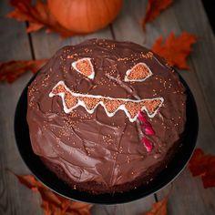 Halloweentårta med choklad, strössel och kristyr