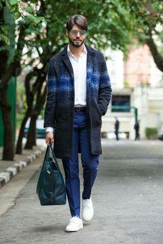 Inspiração de look masculino com tonalidades de azuis