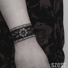 Beautiful black and white flower armband tattoo inked on the right wrist Armband Tattoo, Cuff Tattoo Wrist, Tattoo Band, Wrist Tattoos, Flower Tattoos, Body Art Tattoos, Sleeve Tattoos, Cool Tattoos, Scorpio Tattoos