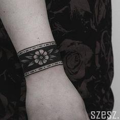 Cuff by Szeszu